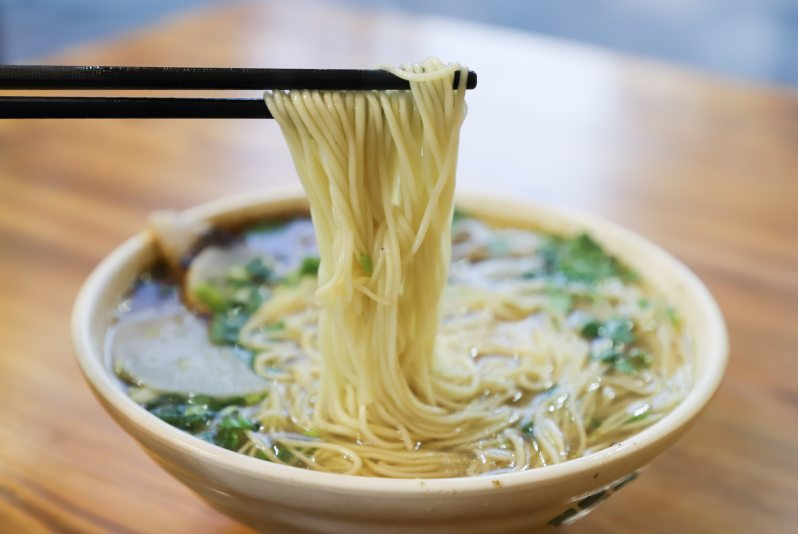 bowl-chopsticks-close-up-1395319.jpg